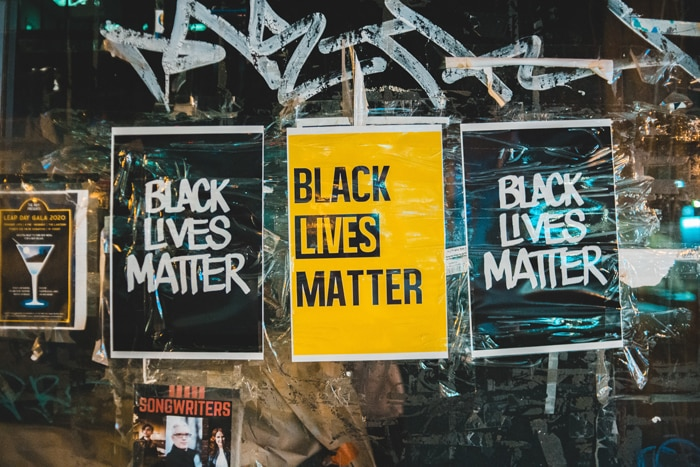 Slogans voor bedrijven die blijven hangen. Ook activisten gebruiken ze maar al te graag.