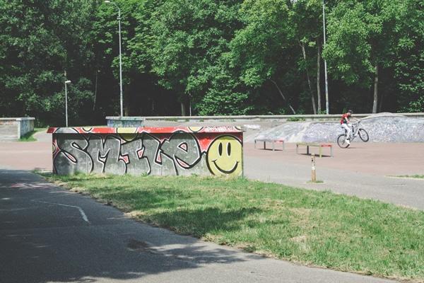 almere-skatebaan-fietser